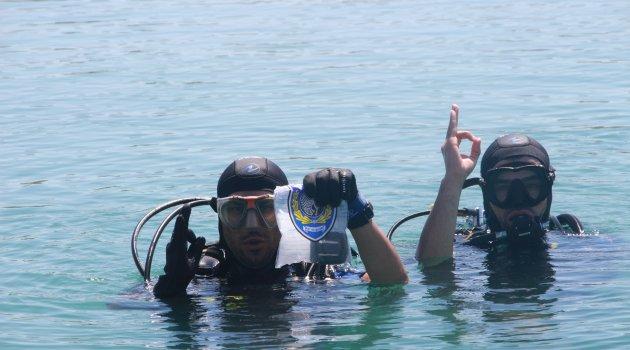 Kurbağa adamlar su altındaki suçları aydınlatıyor