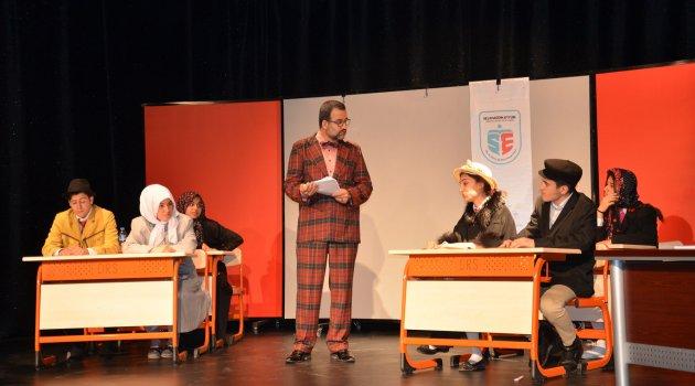 Liselilerden tiyatro