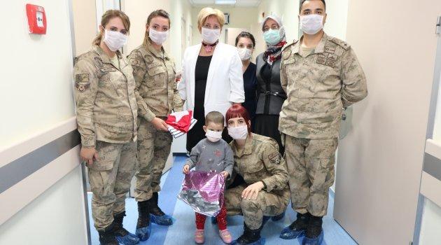 Lösemili çocuklara Jandarma ilgisi