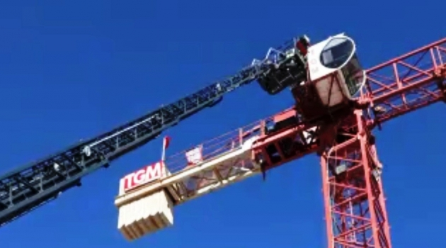 35 metrelik vinçte kalp krizi geçirdi