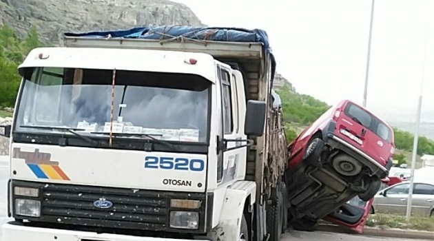 Freni Patlayan Kamyon Kaza Yaptı