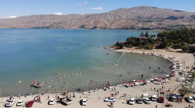 Tatilciler Hazar Gölü'ne akın etti!