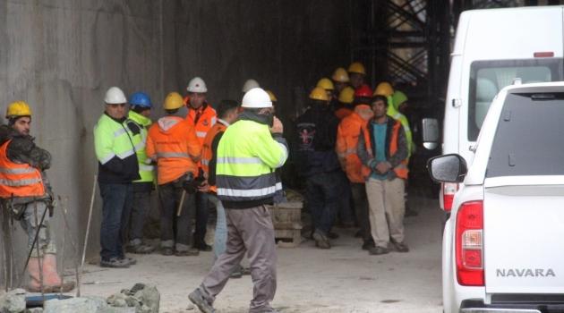 Köprü inşaatında vinç devrildi: 1 ölü