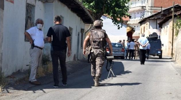 Silahlı şahıs polisi alarma geçirdi!