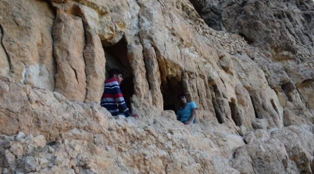 Tarihi mağaralarda defineci tahribatı