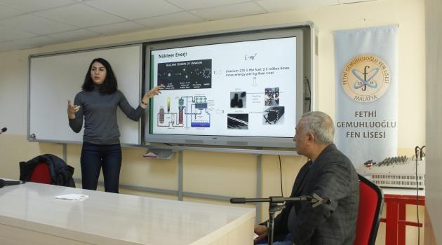 Ünlü nükleer bilimcisi seminer verdi