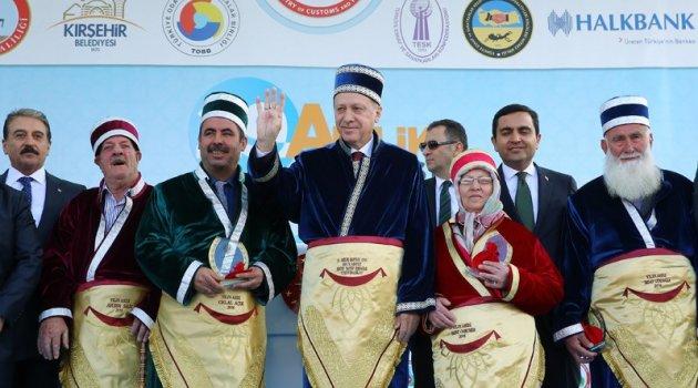 Malatyalı esnaf Ahilik Ödülünü Erdoğan'dan aldı