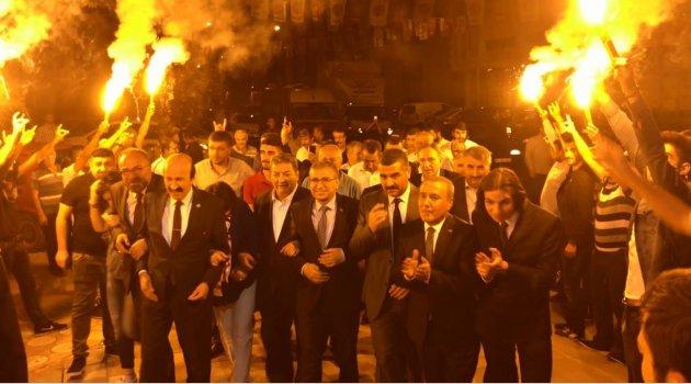 MEŞALELER bu kez MHP için yandı