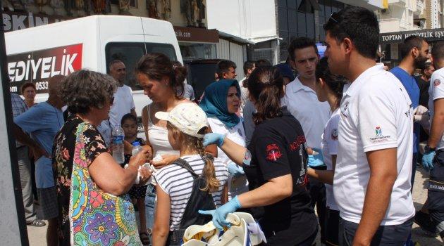 Midibüs bariyere çarpıp devrildi: 4'ü çocuk 19 turist yaralandı