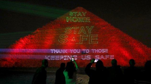 """Mısır Piramitlerinden dünyaya """"Evde Kal"""" mesajı"""