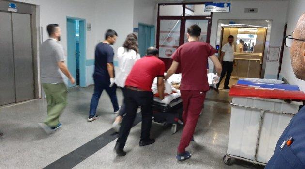 Motosiklet otobüs durağına çarptı: 1 ölü 1 yaralı