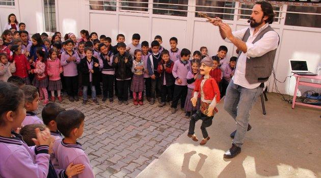 Öğrenciler Hacivat ve Karagöz ile eğlendi