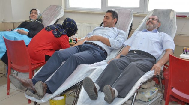 Öğretmenler ve velilerden kan bağışı