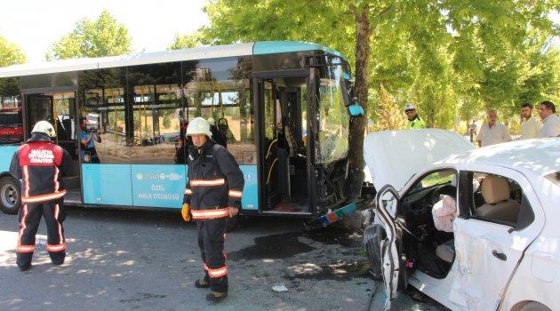 Otobüsü ile otomobil çarpıştı: 7 yaralı