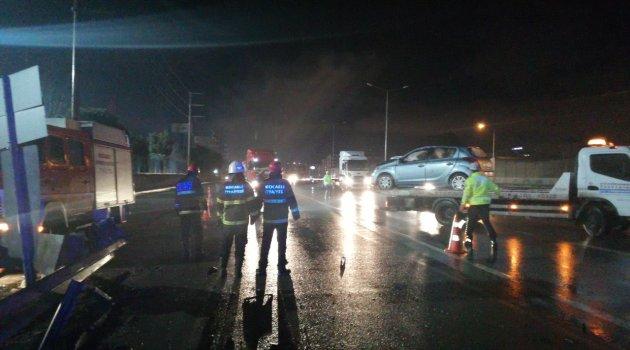 Otomobil demir bariyerlere çarptı: 1 ağır yaralı