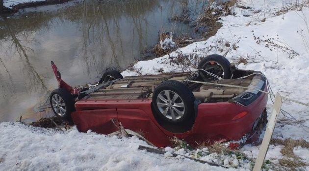 Otomobil dereye uçtu: 8 ölü