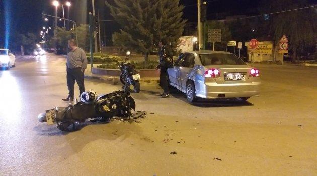 Otomobil ile motosiklet çarpıştı: 1'i ağır 2 yaralı