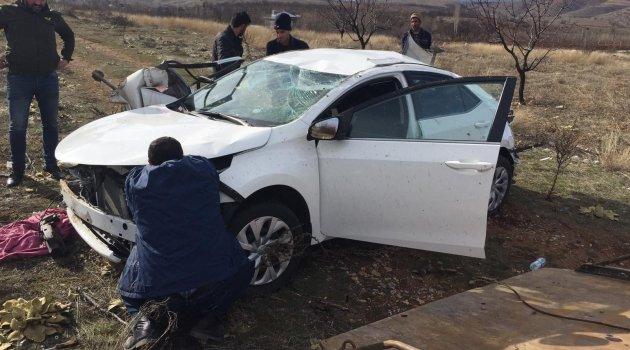 Otomobil takla attı: 2'si ağır 3 yaralı