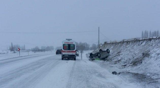 Takla atan araç ters döndü: 7 yaralı