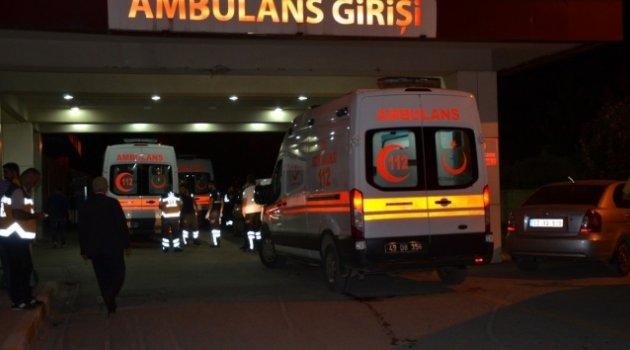 Otomobil traktöre çarptı: 3 ölü, 4 yaralı