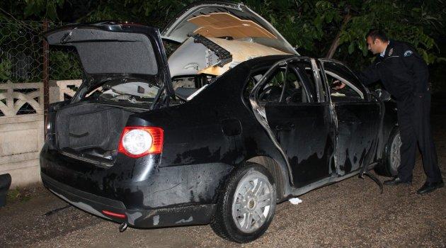 Otomobilde çakmak gazı patladı: 2 yaralı