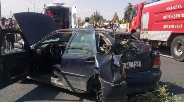 Otomobilin lastiği fırladı: 2 yaralı