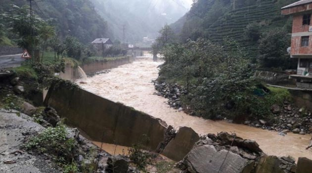 Rize'de şiddetli yağışlar: 20 ev boşaltıldı