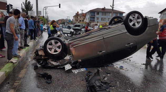 Sakarya'da iki otomobil çarpıştı: 2'si çocuk 7 yaralı