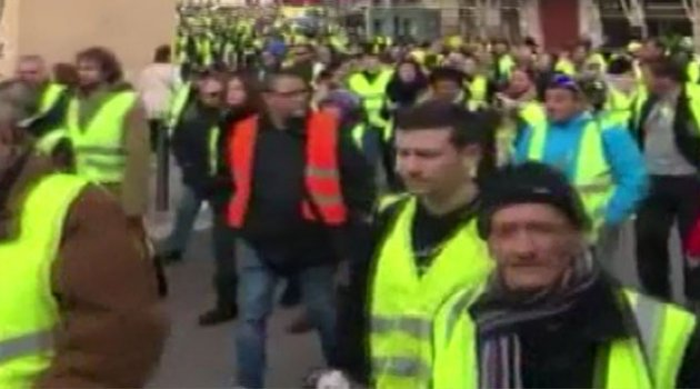 Sarı Yelekliler 10'uncu kez sokakta