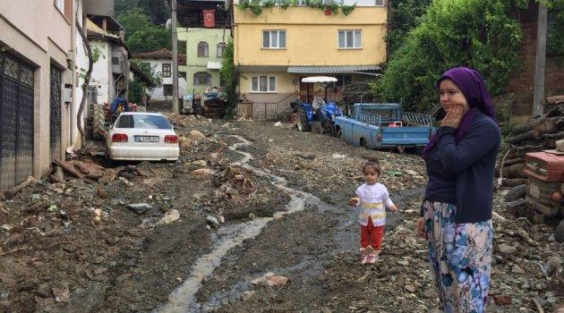 Sel suları köyü savaş alanına çevirdi