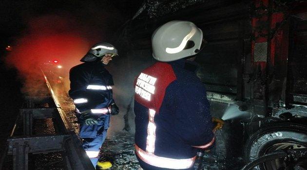 Seyir halindeki tırda yangın
