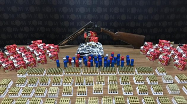 Silahlar ve uyuşturucu ele geçirildi