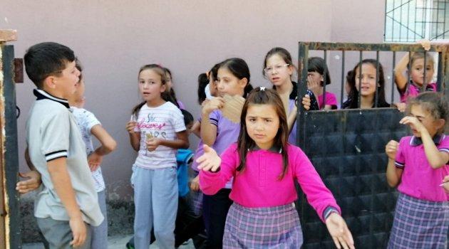 Sındırgı'da 50'den fazla öğrenci hastaneye kaldırıldı