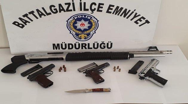 Uygulamalarda: 4 silah ele geçirildi