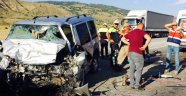 2 otomobil çarpıştı: 4 ölü, 5 yaralı