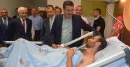 Bakan Tüfenkci, darbecilerin yaraladığı genci hastanede ziyaret etti