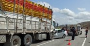Otomobil kamyona çarptı: 1 ölü