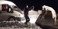 Karda mahsur kalan baba-kız kurtarıldı