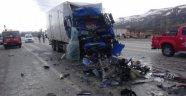 Kamyon otobüsle çarpıştı: 9 yaralı