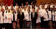 Diş Hekimliği Fakültesi öğrencileri önlüklerini giydi