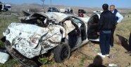 Otomobil tarlaya uçtu: 1 ölü 4 ağır yaralı