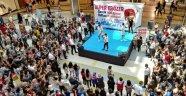 Genç şarkıcı Alper Erözer Malatyalılarla buluştu
