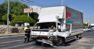 Kamyon araçların arasına daldı: 1'i asker 2 yaralı