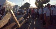 Minibüs bariyerlere çarptı: 11 yaralı