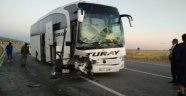 Trafik kazası 2 ölü çok sayıda yaralı