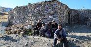 7 kişilik ailenin dağda ilkel yaşamı