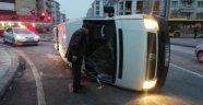 Minibüsler çarpıştı: 2 yaralı