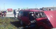 Otomobil refüje çıktı: 3  yaralı