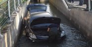Otomobil sulama kanalına uçtu!