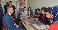 Vali Baruş'tan okul ziyareti